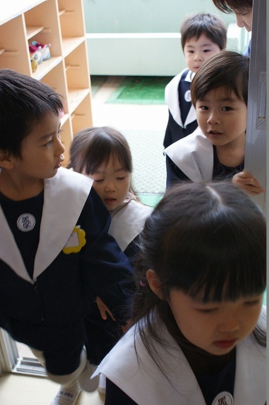 「おじゃましま~す」小さい組さんは一緒になってお集まり(^^)