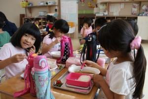 久しぶりに食べた幼稚園のカレーは美味しかったかな?