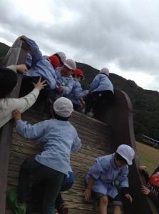 よいしょ、よいしょ!みんなで登ろう!(^o^)