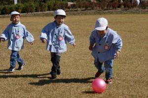 どこまでもボールを追いかけて…(^^)