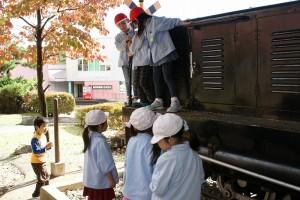 沼尻鉄道の車両でひと遊び。なかなかこういった所に乗る機会は無いから大喜び!