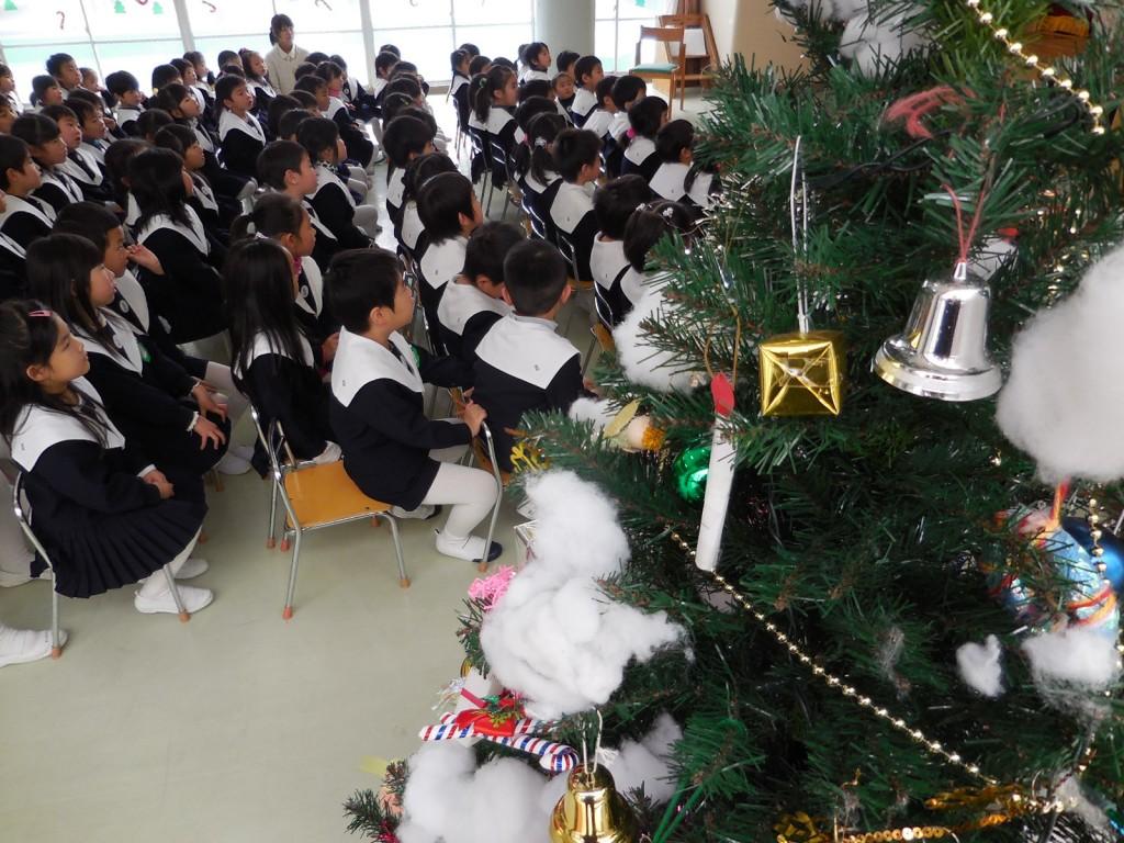 クリスマスツリーと一緒に終業式 ☆ミ