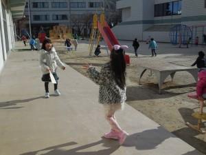 羽根つき、野球ごっこ…元気に遊んでいます(^o^)