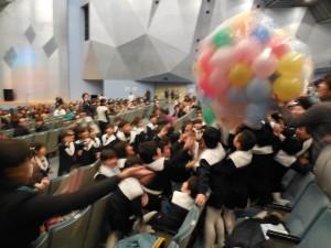 もちろん観劇も楽しんで…風船に大はしゃぎ!楽しかったね♪