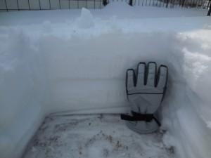 園庭に積もった雪…ざっと35㎝ほどでした(>_<)