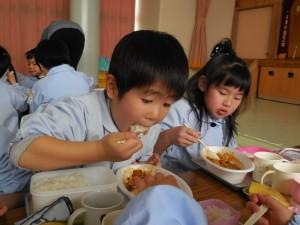 そんなに急いで食べなくても…いっぱいおかわりできるよ(^o^)