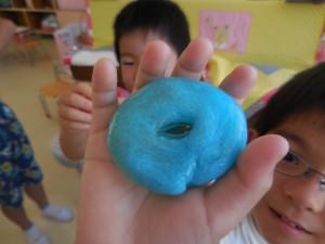 二個目は色つきスライムで「ドーナツ!」