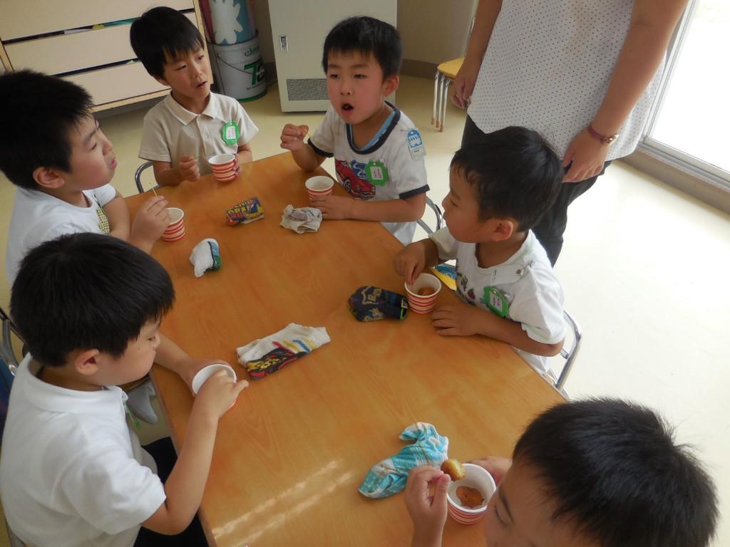 友だちの反応で更においしく(^^) 楽しい雰囲気も食育の大事な要素ですね(^-^)