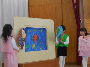紙芝居の前の人形…子ども達からのアイデアです♪