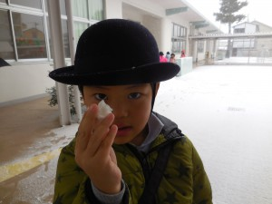 小っちゃな雪玉出来たよ!