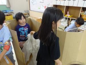 試着室も完備の洋服屋さん♪年少さんがお客さん(^^)
