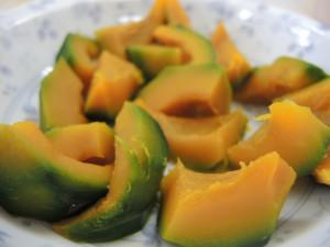 カボチャはレンジで軽く蒸かしてみました(^^)