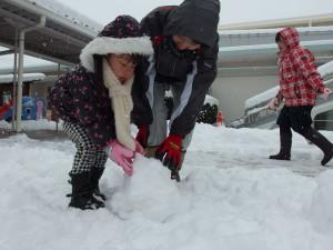 雪の重さを感じながら…