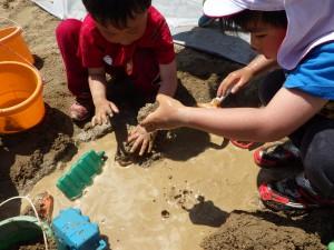 水と砂。その中で無限に世界が広がっています(^^)