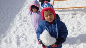 大っきな雪のかたまり、み~つけた!