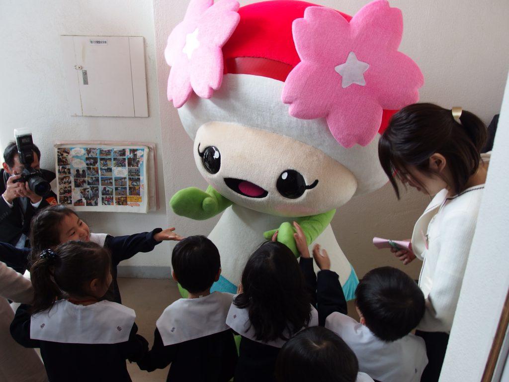 特別ゲスト「さくらちゃん♡」(from JA福島さくら)もお祝いに来てくれました!